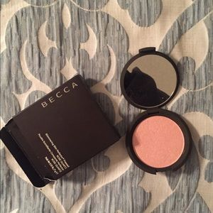 Becca Shimmering Perfector Pressed Highlighter